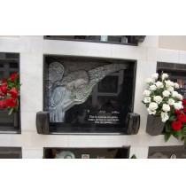 Lápida ángel en relieve